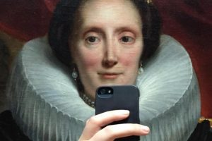 olivia-muus-museum-selfies-taken-at-th_0